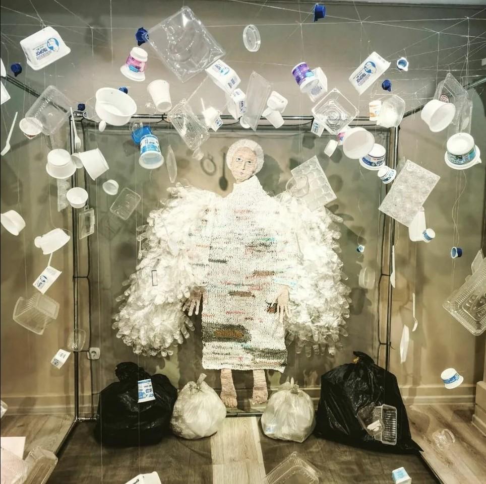 Пластмассовый мир
